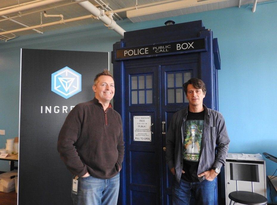 A la izquierda, Director de Marketing, Mike Quigley. A la derecha, CEO John Hanke