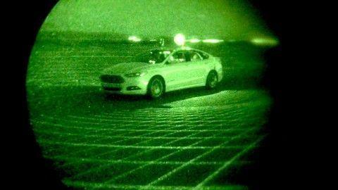 Ford-Fusion-Hybrid-sin-las-luces-encendidas